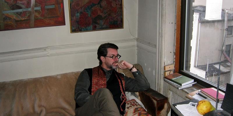 Dan at Samuel Menashes_apartment 2004